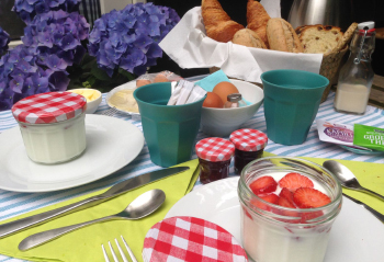Groene-camping-in-de-polder_de-ontbijttafel