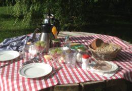 Ontbijt-staat-klaar-op-Groene-camping-'In-de-Polder'-web