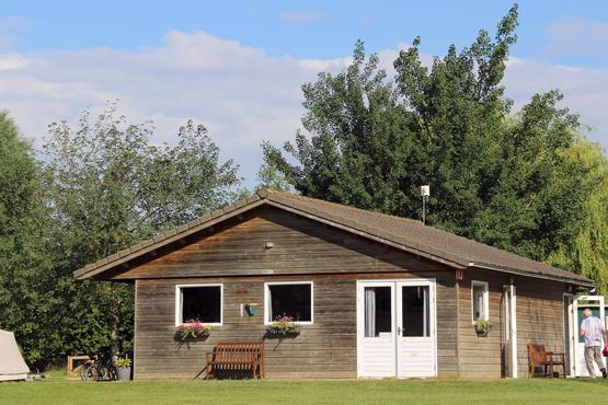 Sanitairgebouw-en-recreatieruimte--Groene-Camping-In-de-Polder-1