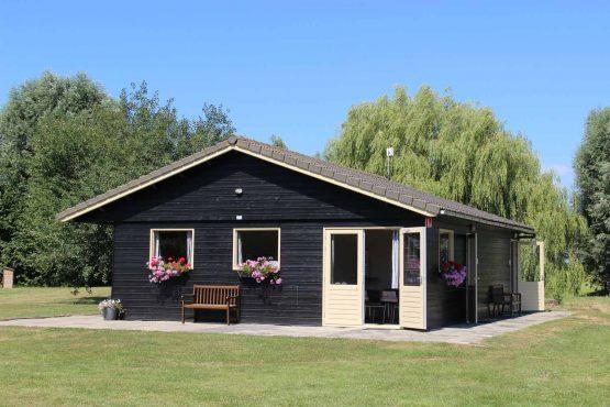 Sanitairgebouw-Groene-camping-In-de-Polder