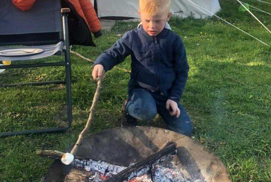 Groene_camping_in_de_polder_glamping_kampvuur